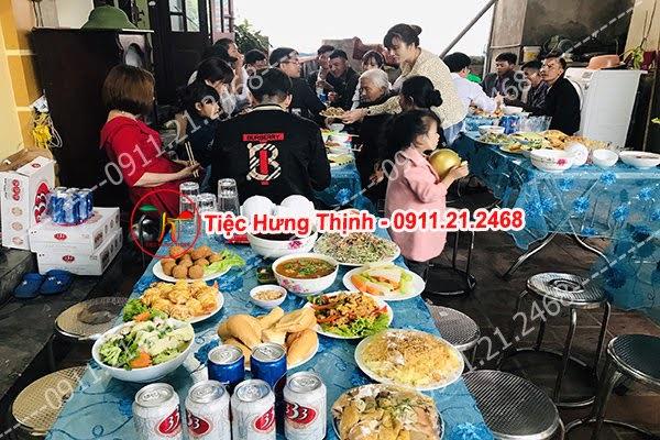 Đặt 8 mâm cỗ tiệc sinh nhật nhà chị Hương ở Hà Đông