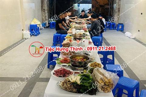 Đặt 5 mâm tiệc sinh nhật nhà anh Quang ởHoàng Hoa Thám